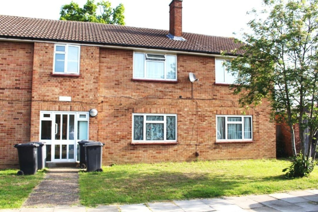 36 Parnell Close Edgware, Middlesex, HA8 8YE