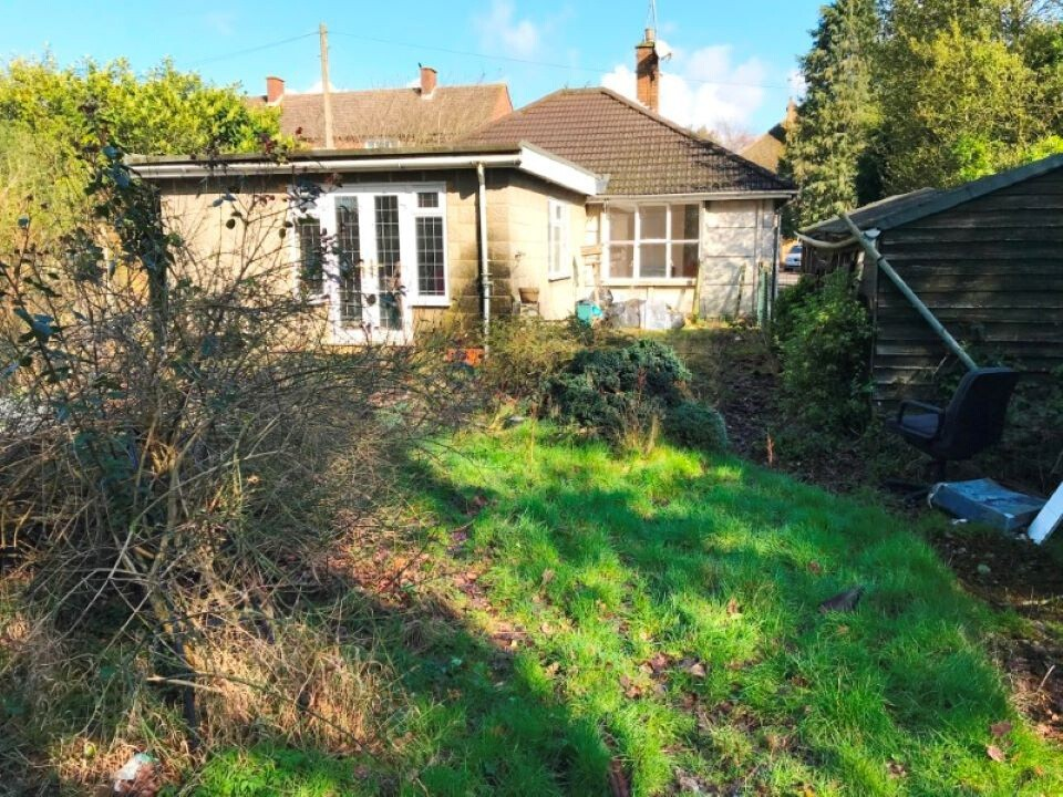 10 Brittain Road Hersham,Walton-on-Thames Surrey, KT12 4LR